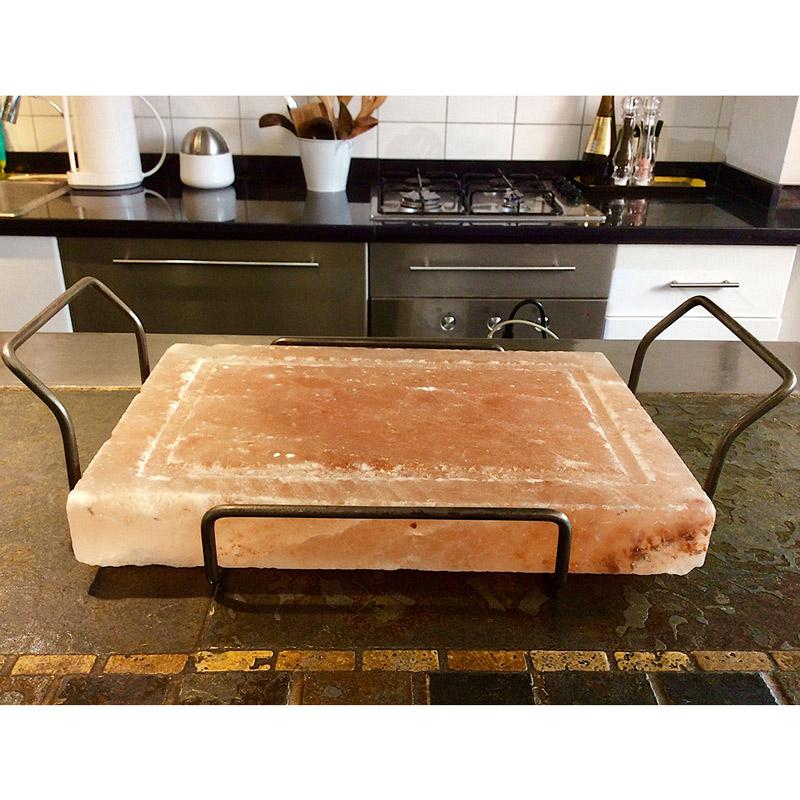 tabla-de-sal-del-himalaya-para-asar-con-soporte-metalico.jpg